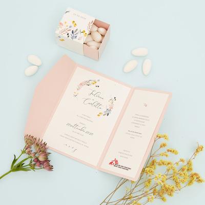 Partecipazione e bomboniera floreale rosa